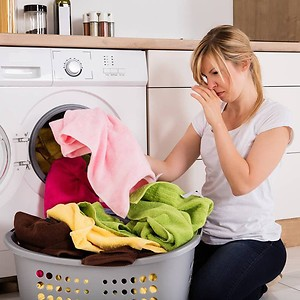 Запах в стиральной машине: от чего он возникает и как его убрать?